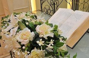 resizeブーケと聖書.jpg